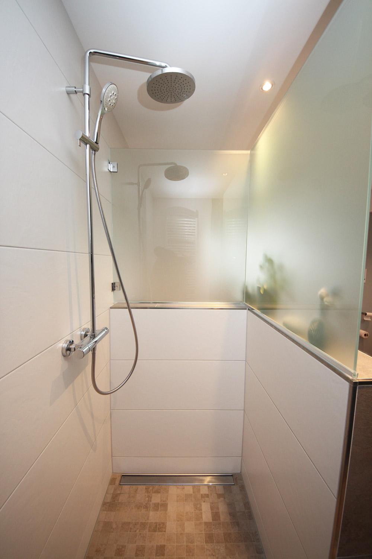 Badrenovierung mit 2 Duschen & Badewanne
